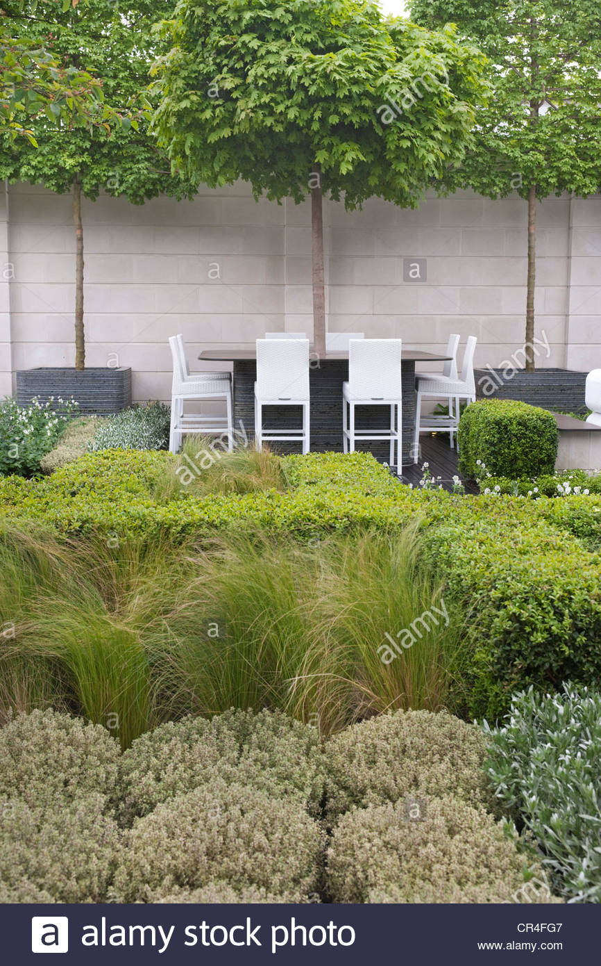 The rooftop workplace of tomorrow show garden at rhs for Rooftop flower garden