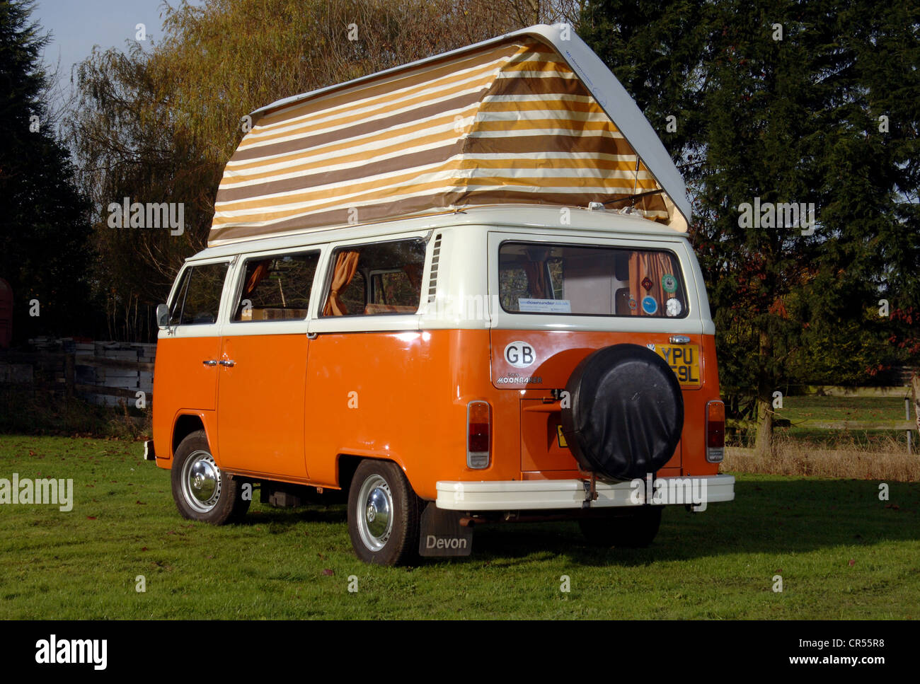 Bay WIndow VW Volkswagen c&er van micro bus with pop top roof up & Bay WIndow VW Volkswagen camper van micro bus with pop top roof ...