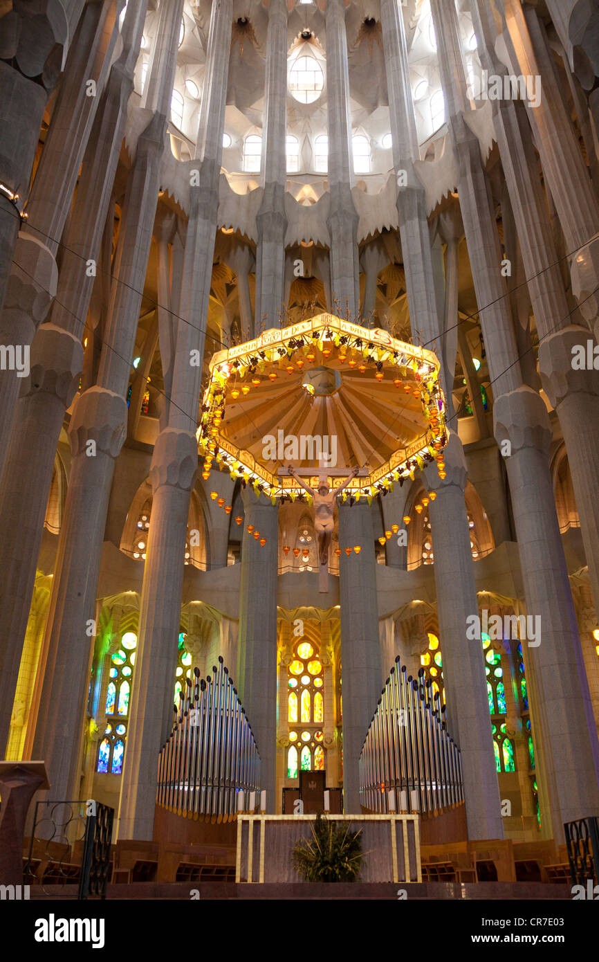 Altar with the prospectus of the choir organ interior of for La sagrada familia inside