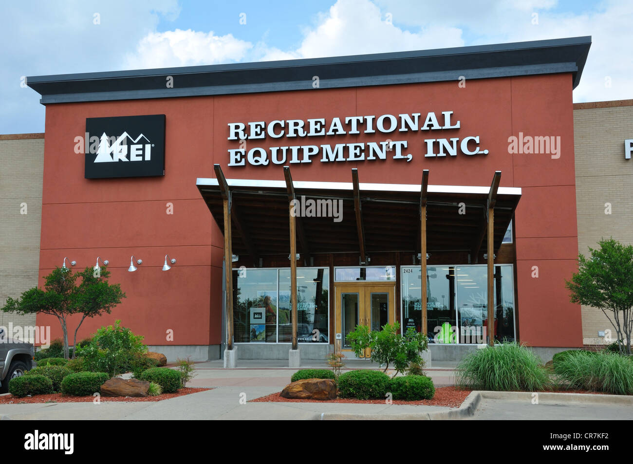 10% Annual Refund With $20 REI Lifetime Membership. For a one-time fee of $20, you can get a 10% annual refund when you sign up for an REI Lifetime Membership. Plus you'll get loads of deals, discounts, and tools. Click to learn more now.5/5(15).
