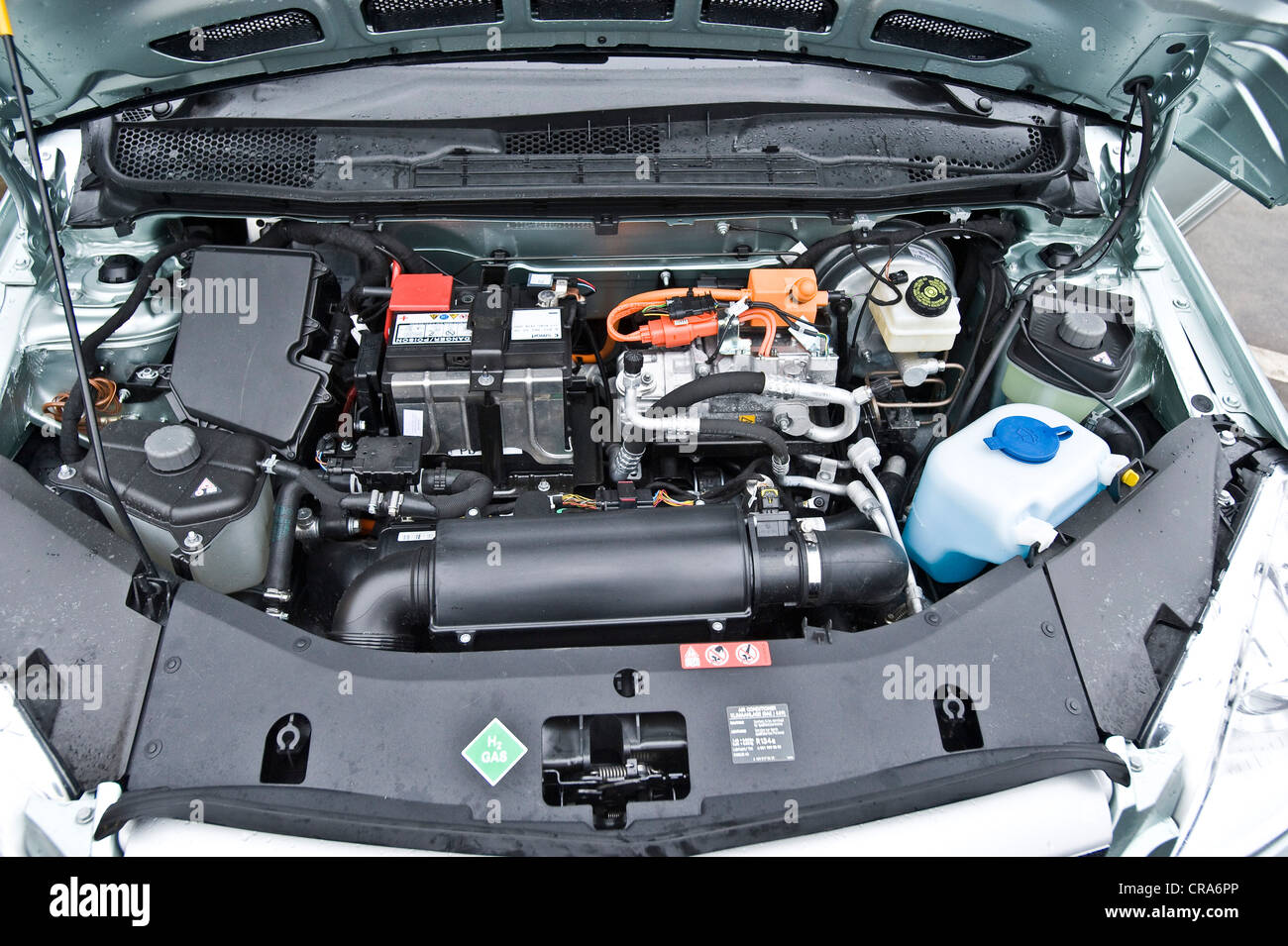 Hydrogen fuel cell vehicle mercedes b class zero emission for Class b electric motor