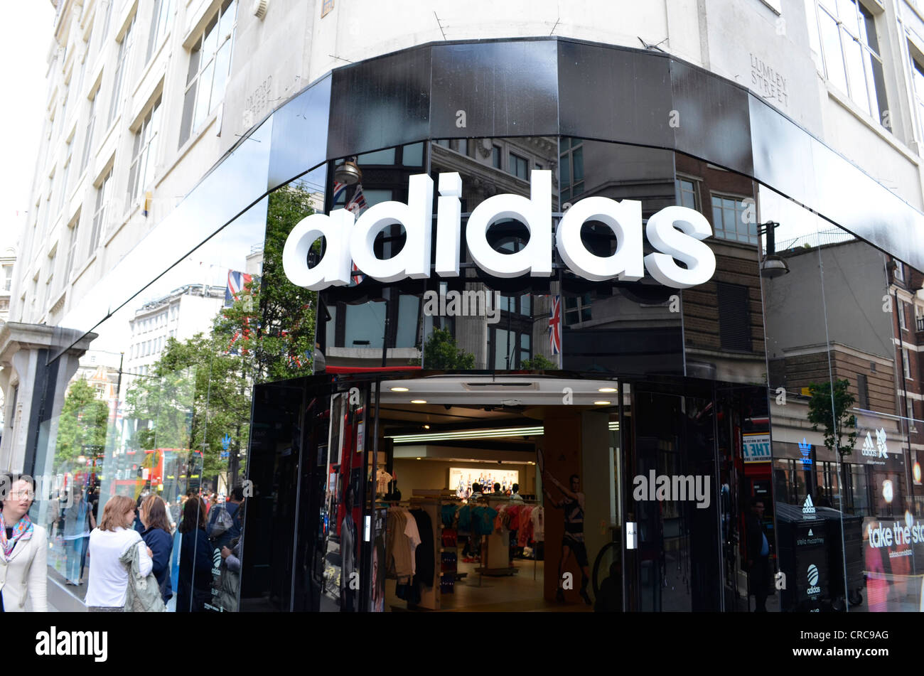adidas-store-front-oxford-street-CRC9AG.jpg