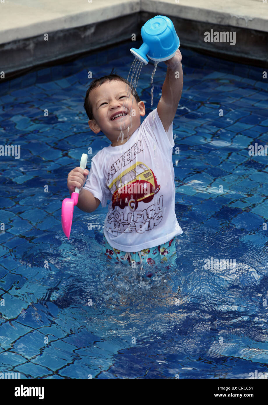 It 39 s a photo of an eurasian chinese boy who plays in the for Wearing t shirt in swimming pool