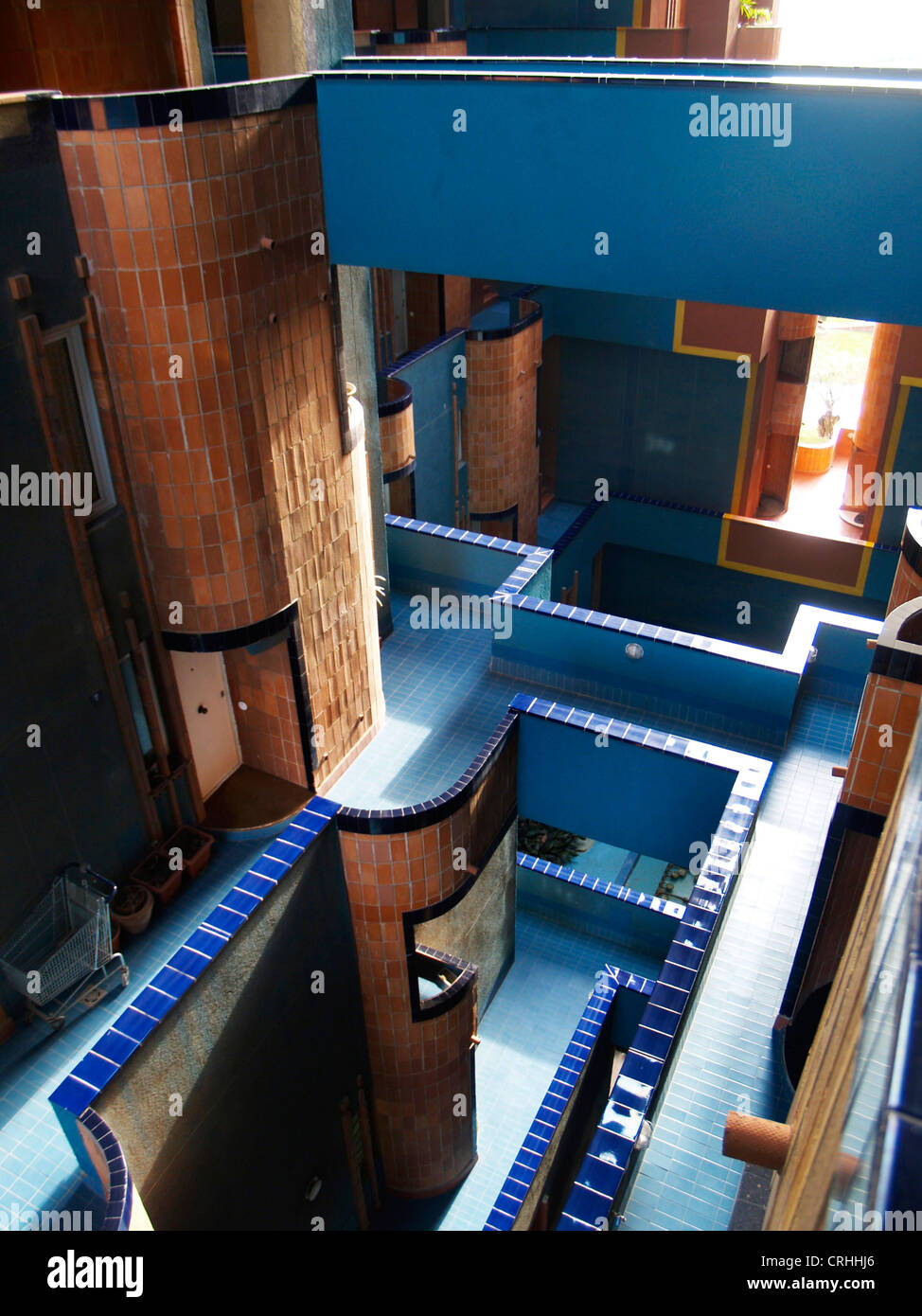 Redidental building walden 7 by ricardo bofill spain for Walden 7 piscina