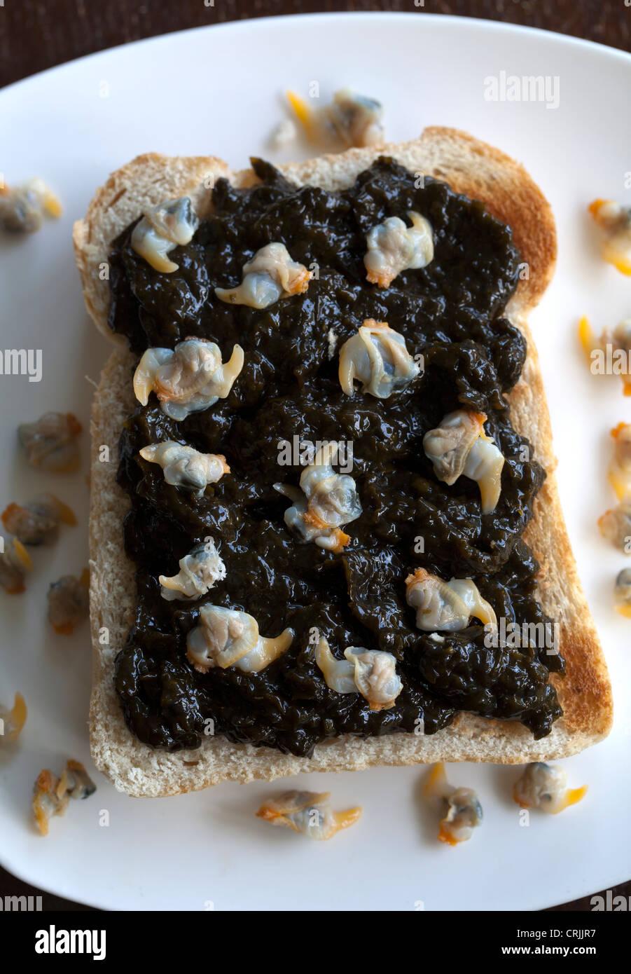 welsh-breakfast-of-laver-bread-on-toast-
