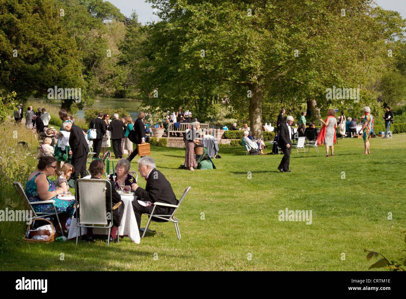 Glyndebourne festival picnic