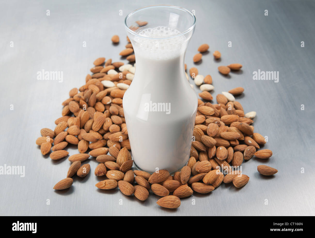 pitcher-of-milk-and-raw-almonds-CT166N.j
