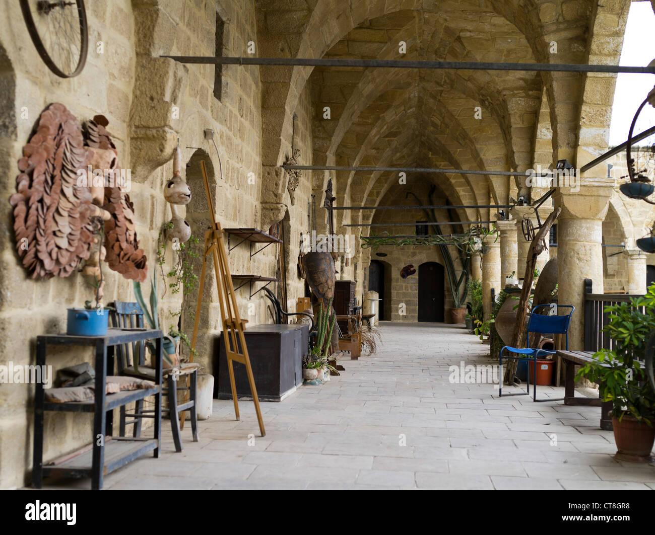 Dh old town north nicosia cyprus craft shops buyuk han big for Balcony nicosia