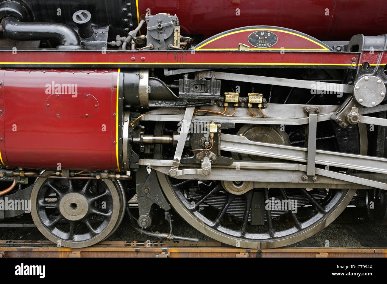 Steam Engine Wheel Driving : Driving wheels and valvegear of preserved lms steam