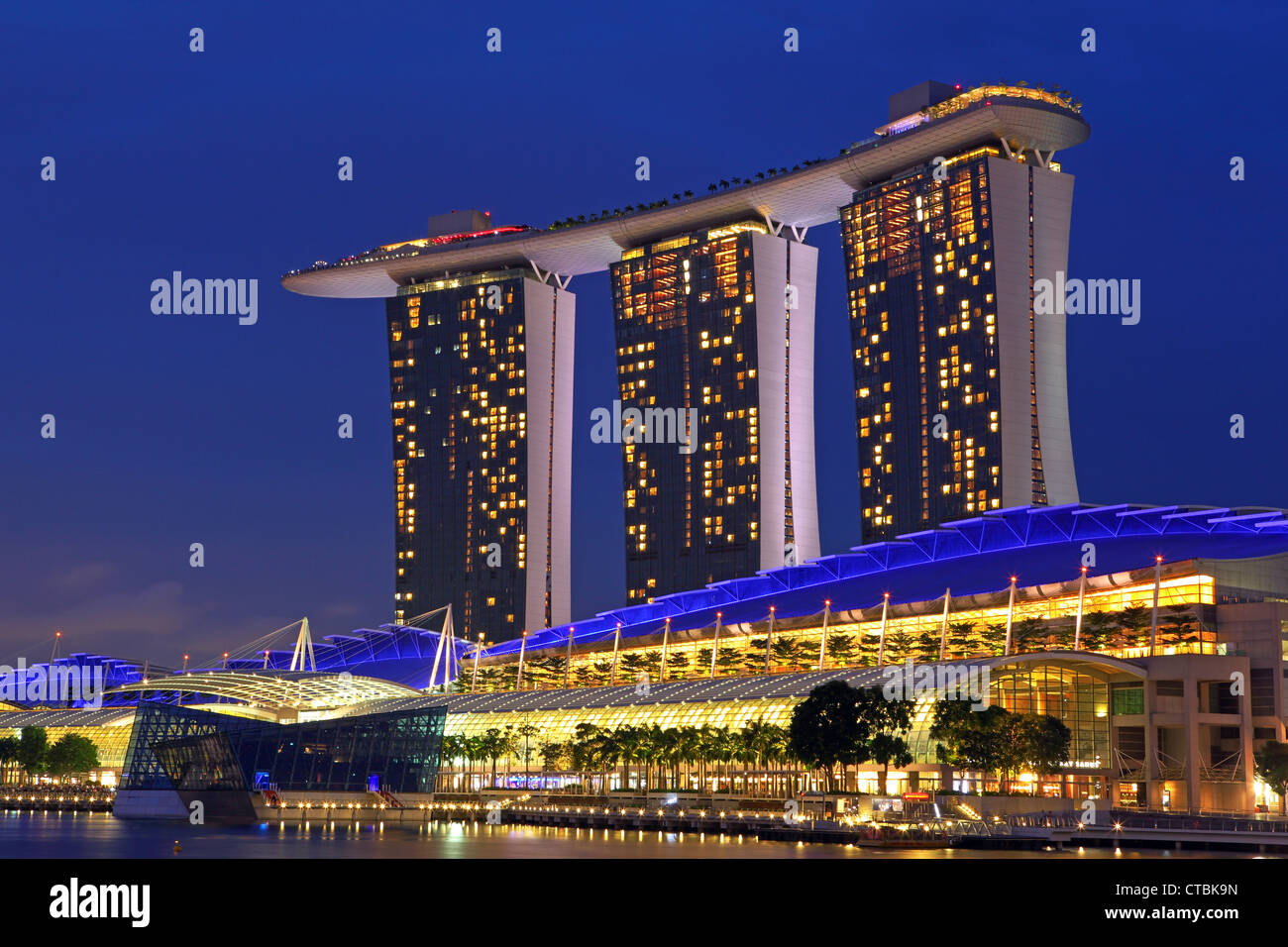 Marina bay sands five star hotel casino and shopping for Singapore five star hotel