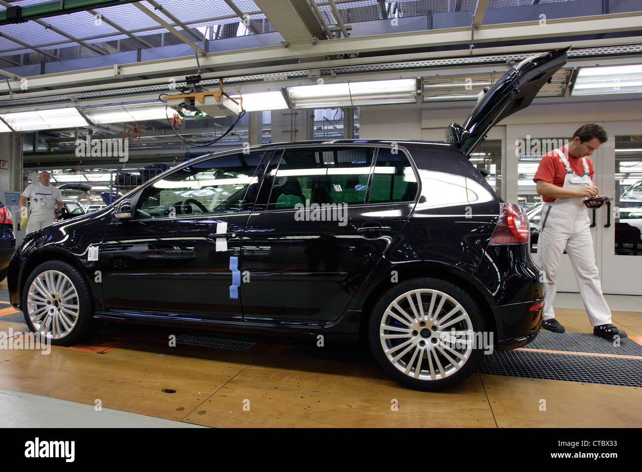 wolfsburg production of the golf 5 r32 at volkswagen ag stock photo royalty free image. Black Bedroom Furniture Sets. Home Design Ideas