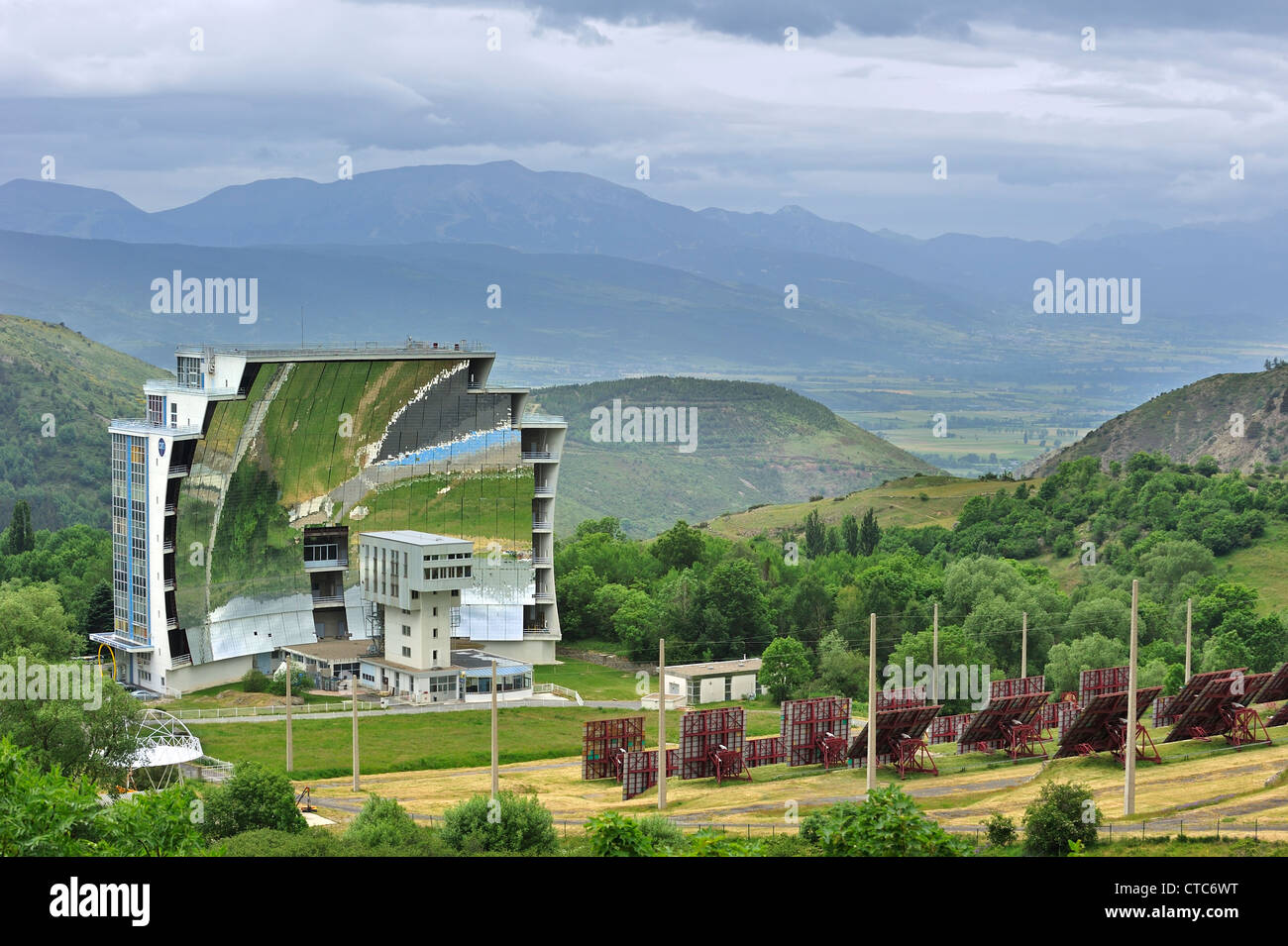 the-solar-furnace-four-solaire-dodeillo-