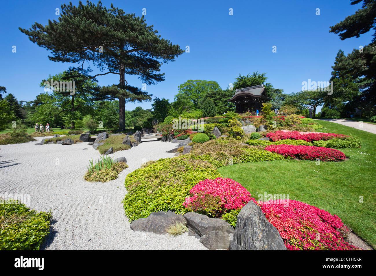 England, London, Richmond, Kew Gardens, Japanese Gateway