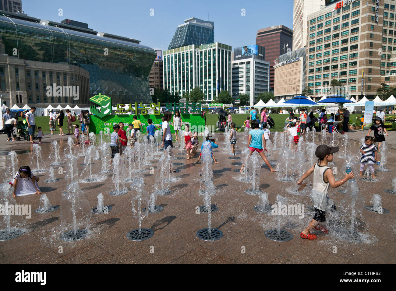 Merveilleux Children Play In The Water At Seoul Plazau0027s Floor Water Fountain
