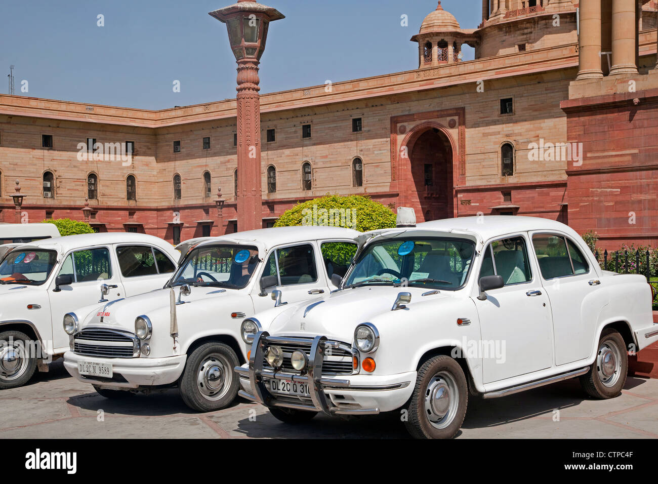 Traditional old fashioned white Indian cars at Rashtrapati Bhavan ...