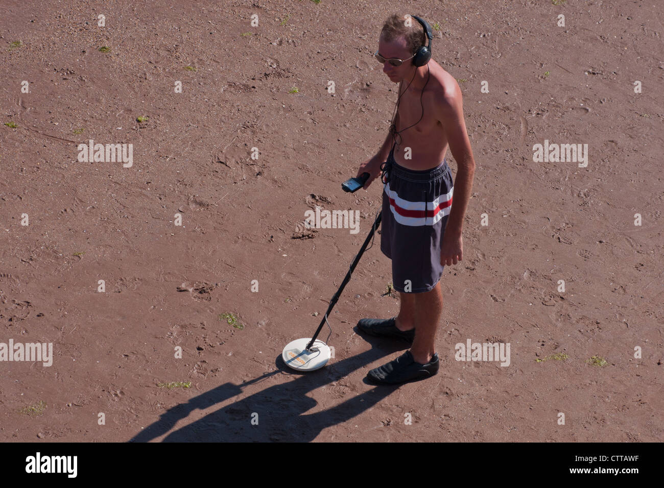 Jew Detector: Man Metal Detecting On The Beach Treasure Hunting Metal
