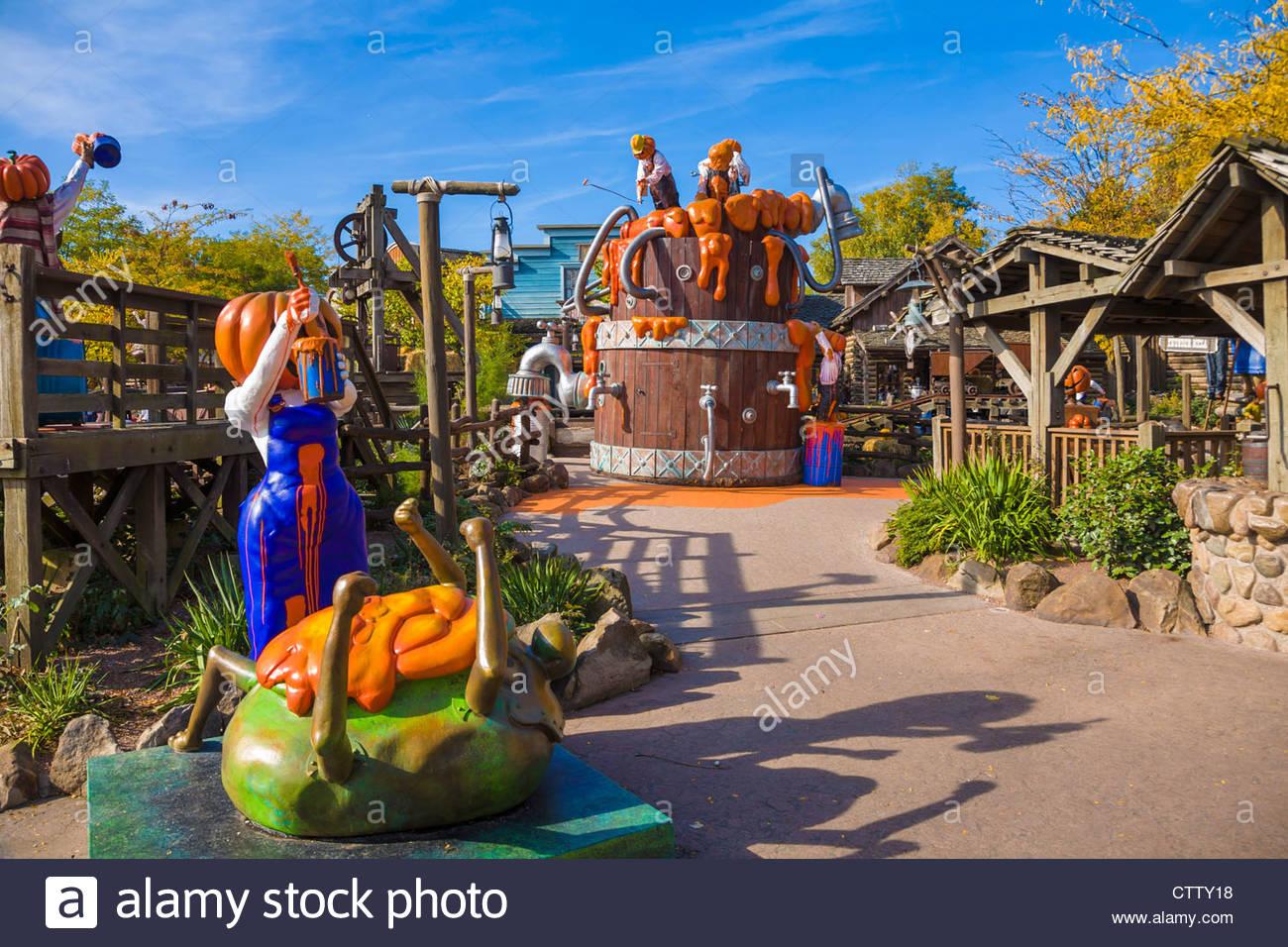Decoration halloween disneyland paris for Amusement park decoration ideas