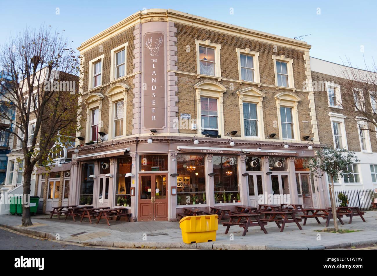 http://c8.alamy.com/comp/CTW1XY/the-landseer-pub-on-landseer-road-in-islington-london-CTW1XY.jpg
