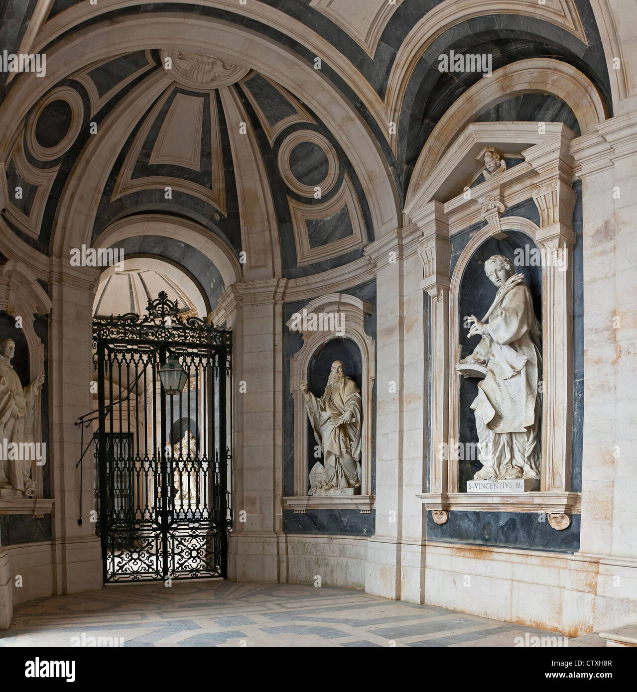 Italian baroque sculptures in mafra national palace and for Italian baroque interior design