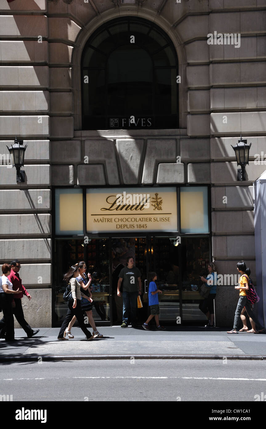 Lindt chocolate store, New York, USA Stock Photo, Royalty Free ...