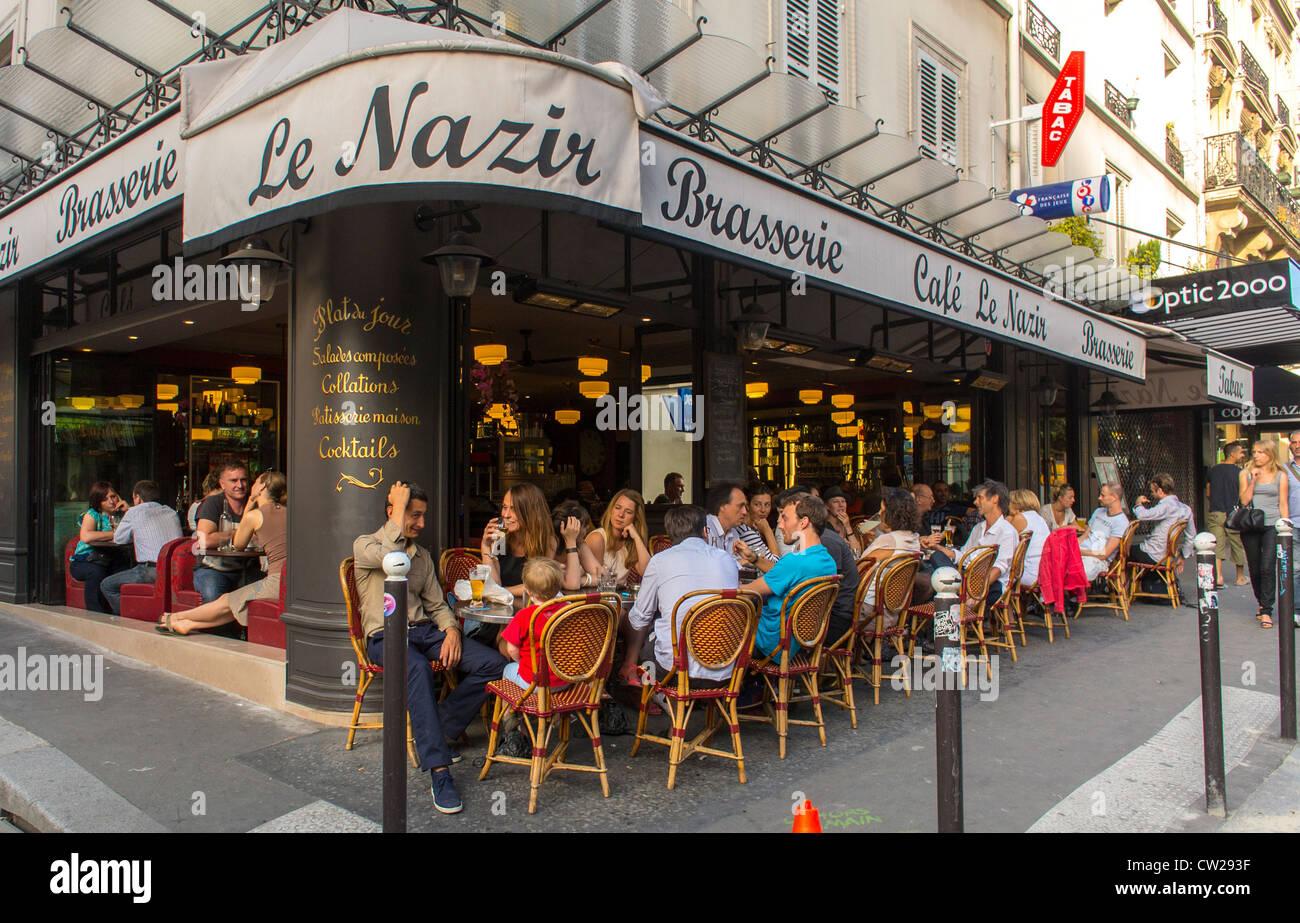 Paris france people in abesses montmartre area french for Restaurant le miroir montmartre