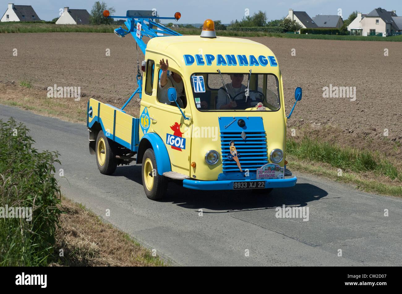 Renault goelette depanneuse 2026 of 1952 in the tour de - Depanneuse cars ...