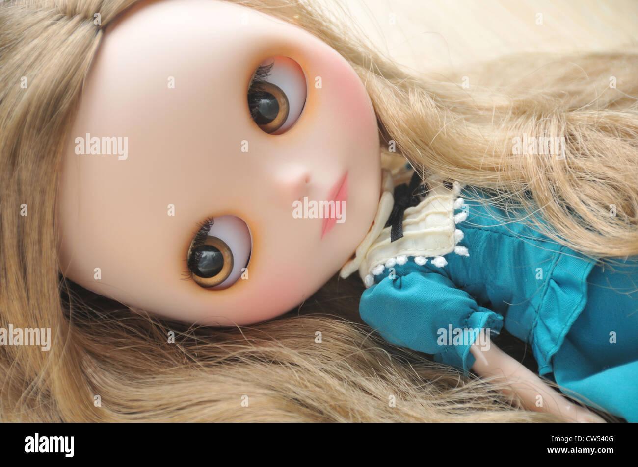<b>Custom made</b> Blythe doll (Base doll: Neo Takara Very Vicky) showing off her ... - custom-made-blythe-doll-base-doll-neo-takara-very-vicky-showing-off-CW540G