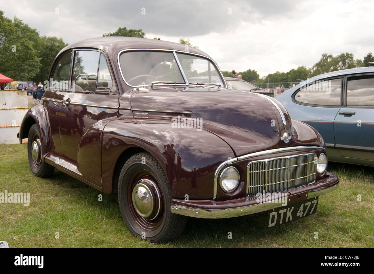 morris minor series 1 early old car cars classic show split screen ...