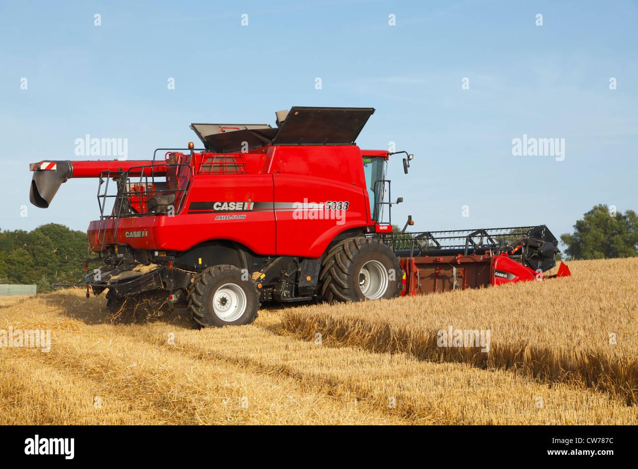 International Harvester 5088 : Red case ih axial flow combine harvester harvesting