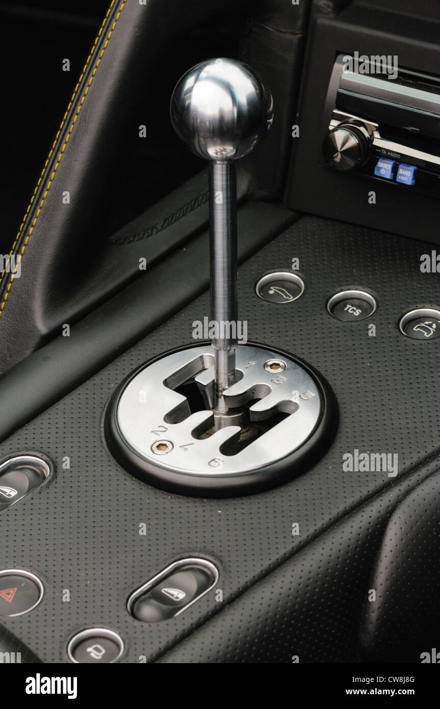 how to shift gears in a manual car