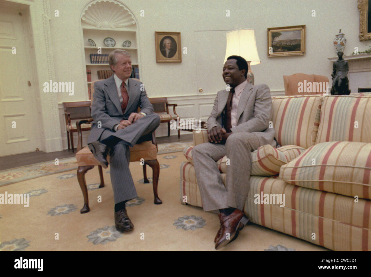 jimmy carter oval office. Jimmy Carter Chatting With Hank Aaron In The Oval Office. Was Governor Of Georgia And At Atlanta Braves Game When Office A