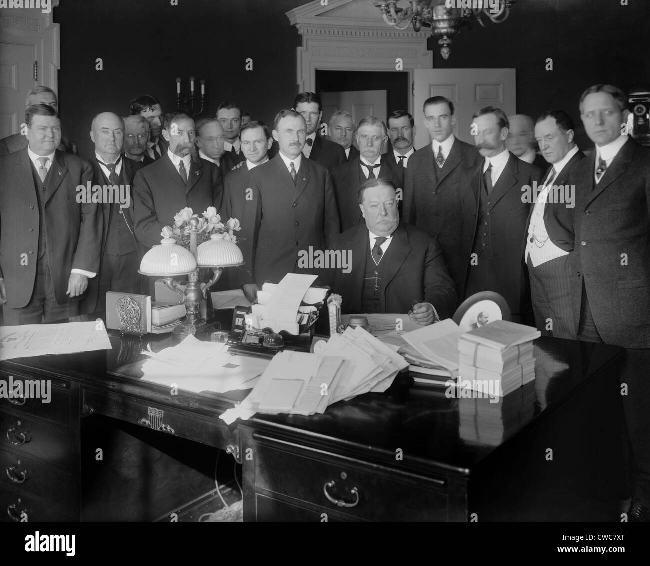 oval office history. President William H. Taft In The Oval Office Signing Arizona Statehood Bill Admitting 48th State On February 14 1912 History