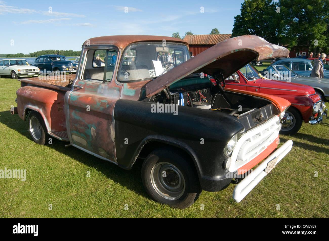 beat up beaten old pick up truck trucks american chevy rust rusty ...