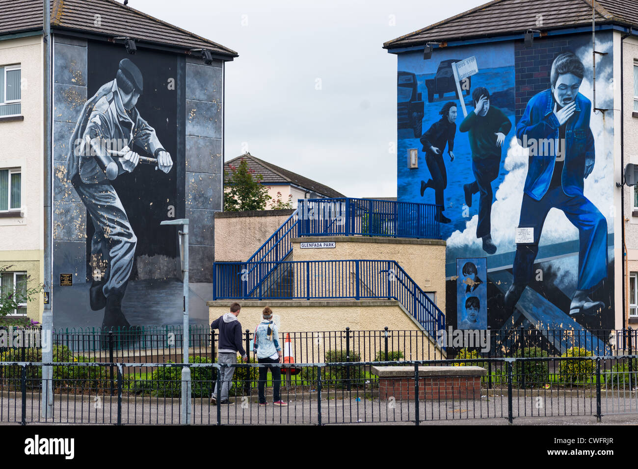 Murals on the wall of houses in bogside londonderry for Mural northern ireland