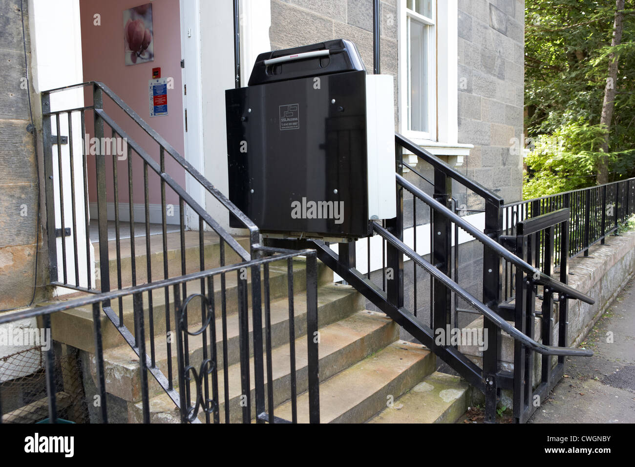 Wheelchair platform lift installed outside a building with for Building a wheelchair accessible home