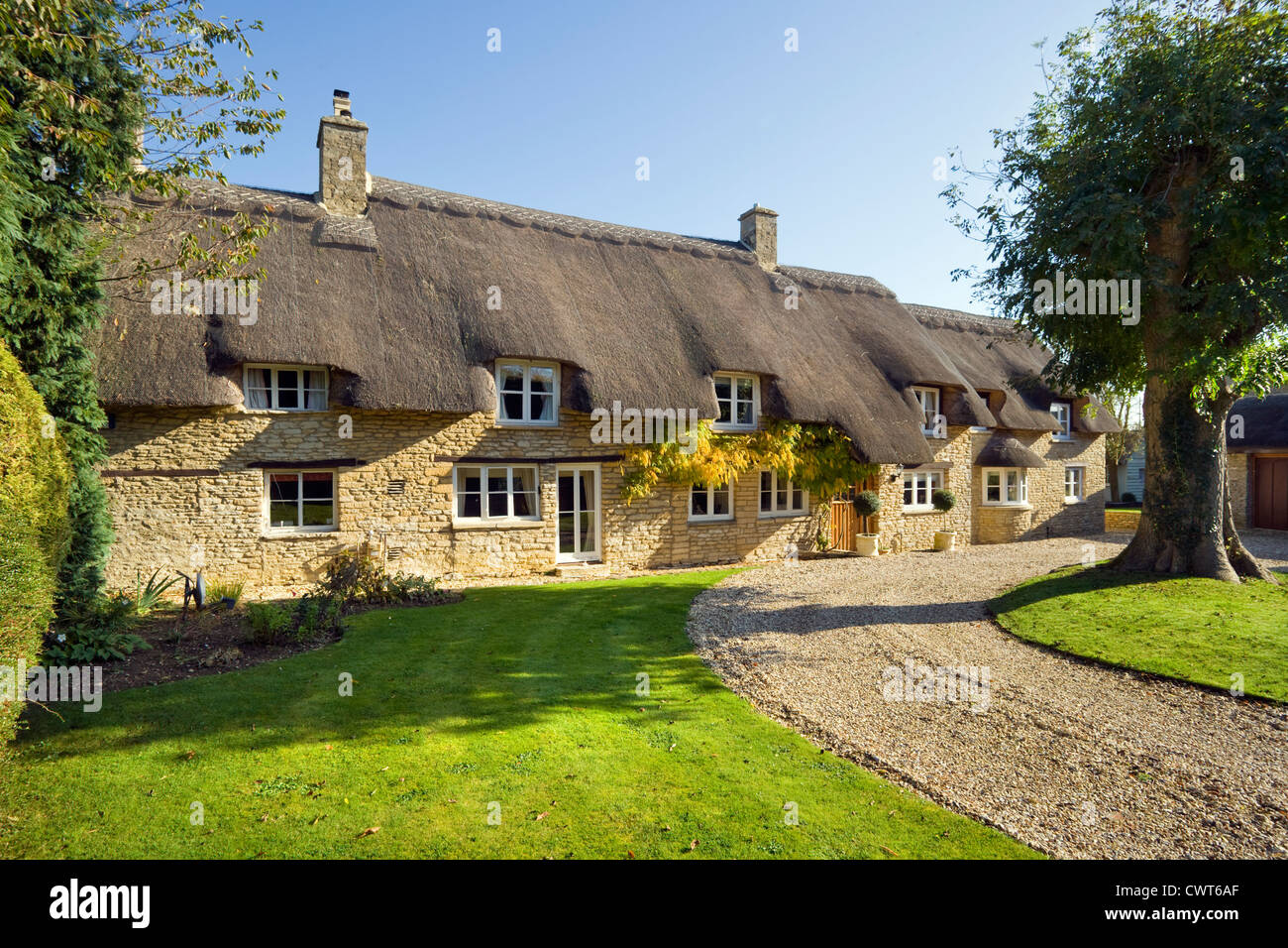 An Idyllic Thatched Cottage At Bampton On The Edge Of Cotswolds Oxfordshire UK