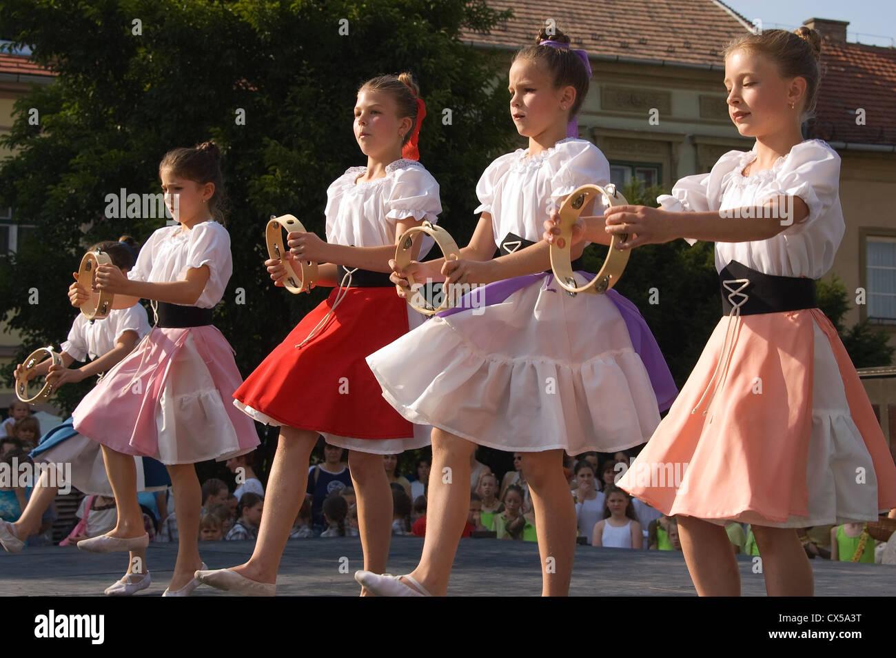 Elk190 3075 Hungary Eger Outdoor Dance School Show With