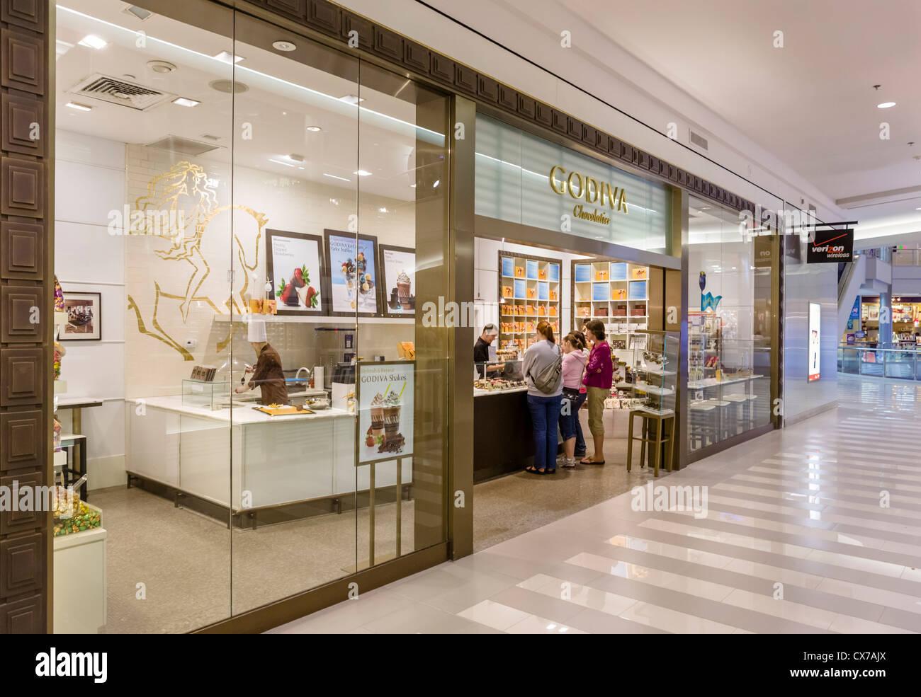 Godiva Chocolatier store in the Mall of America, Bloomington Stock ...