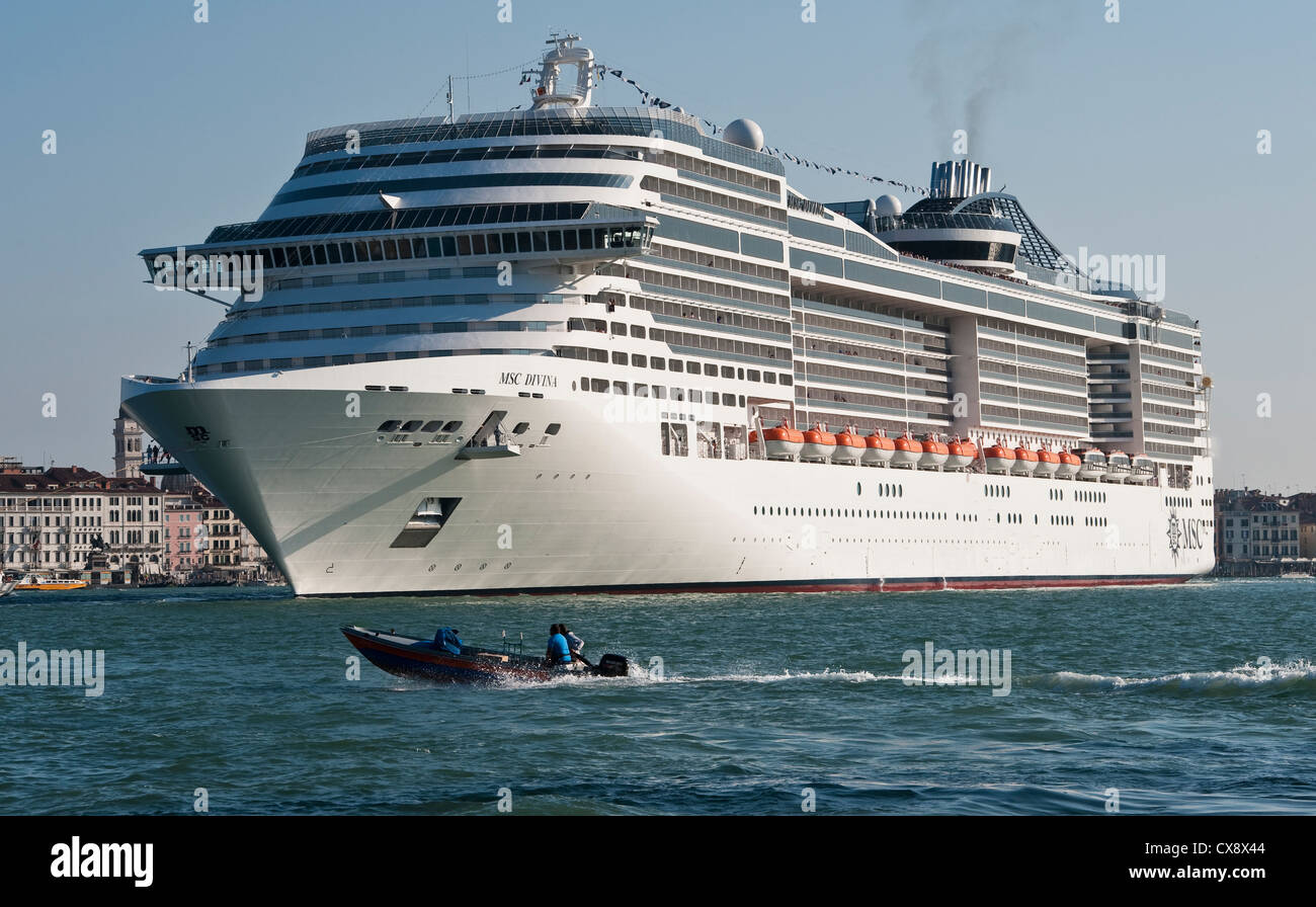 Venice Italy A Huge Cruise Ship The MSC Divina Is Towed Past - Huge cruise ship
