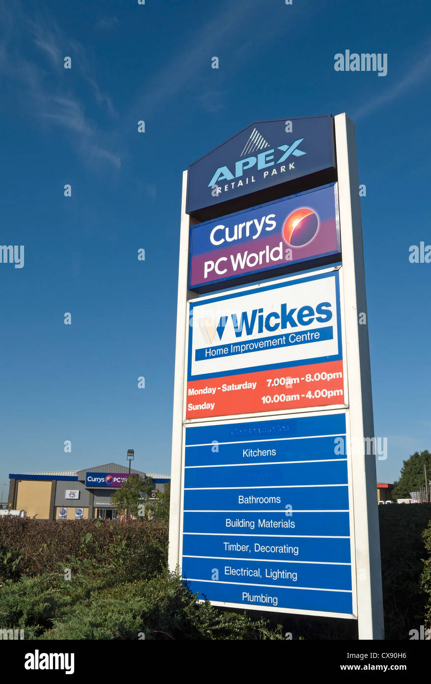 Wickes Lighting Kitchen Pillar Sign At Apex Retail Park Advertising Wickes And Currys