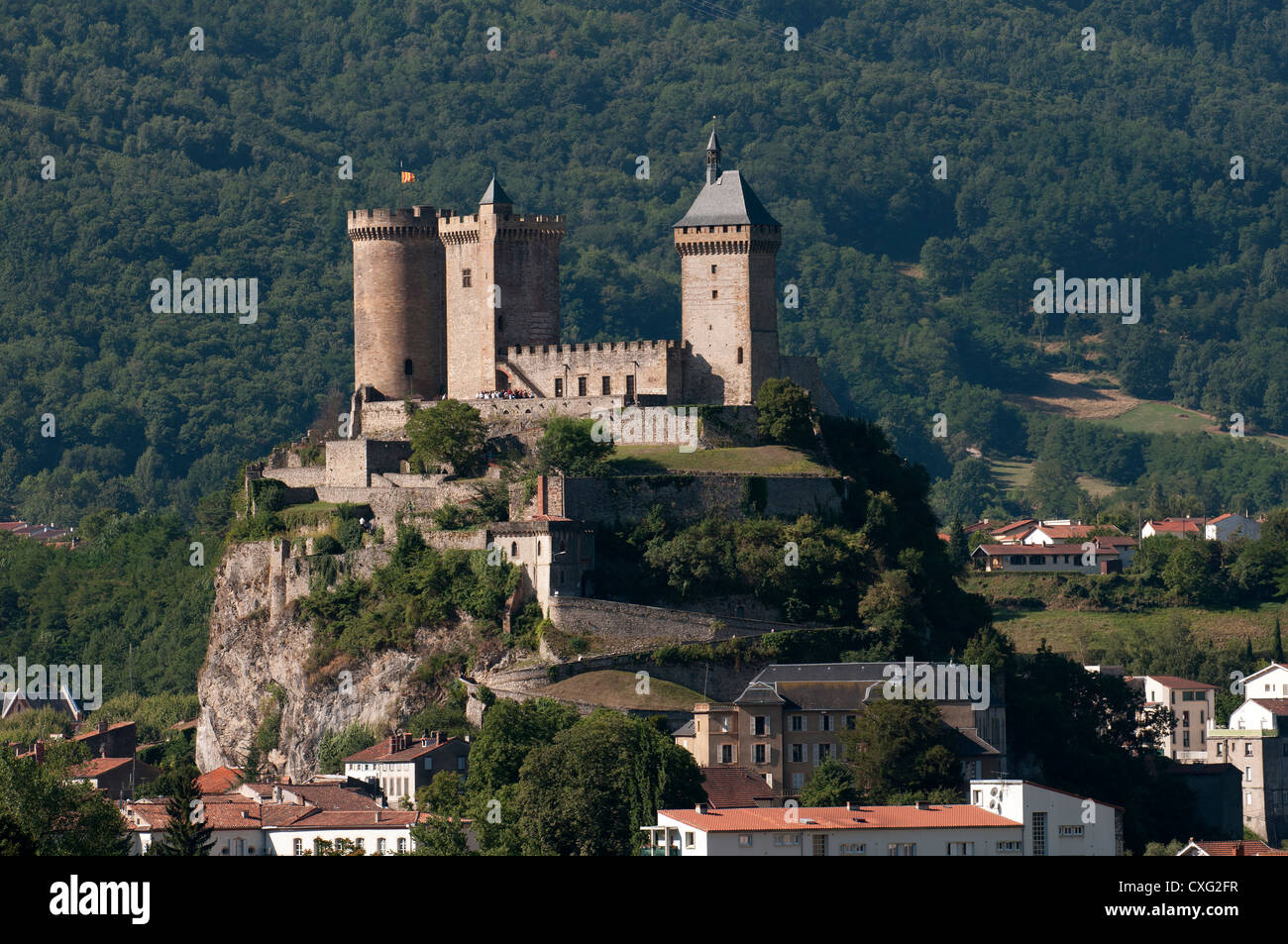 Foix castle on a hillock in the upper ariege valley for Piscine foix