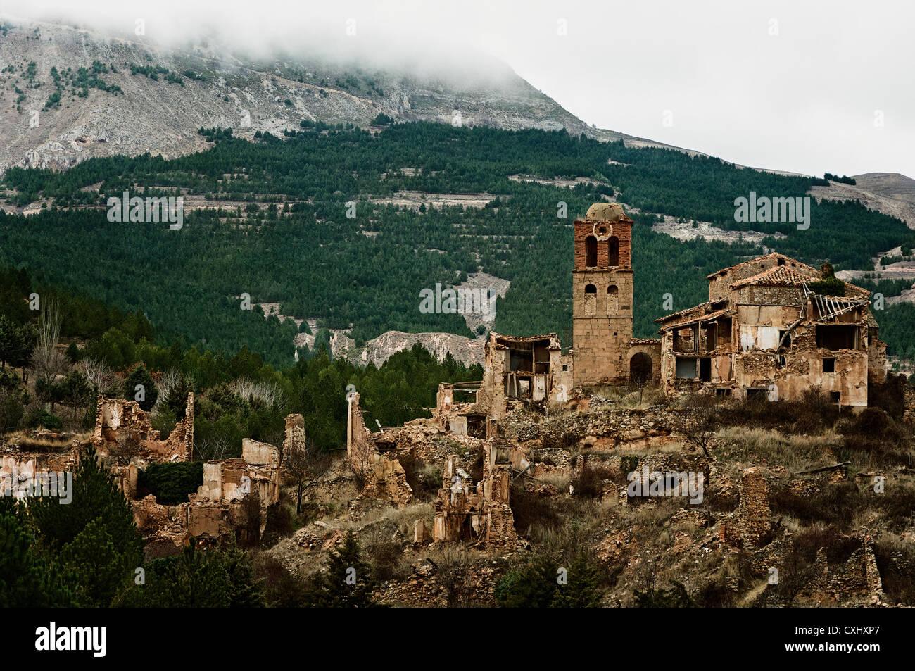 View of the uninhabited village of turuncun la rioja for Alojamiento en la rioja espana