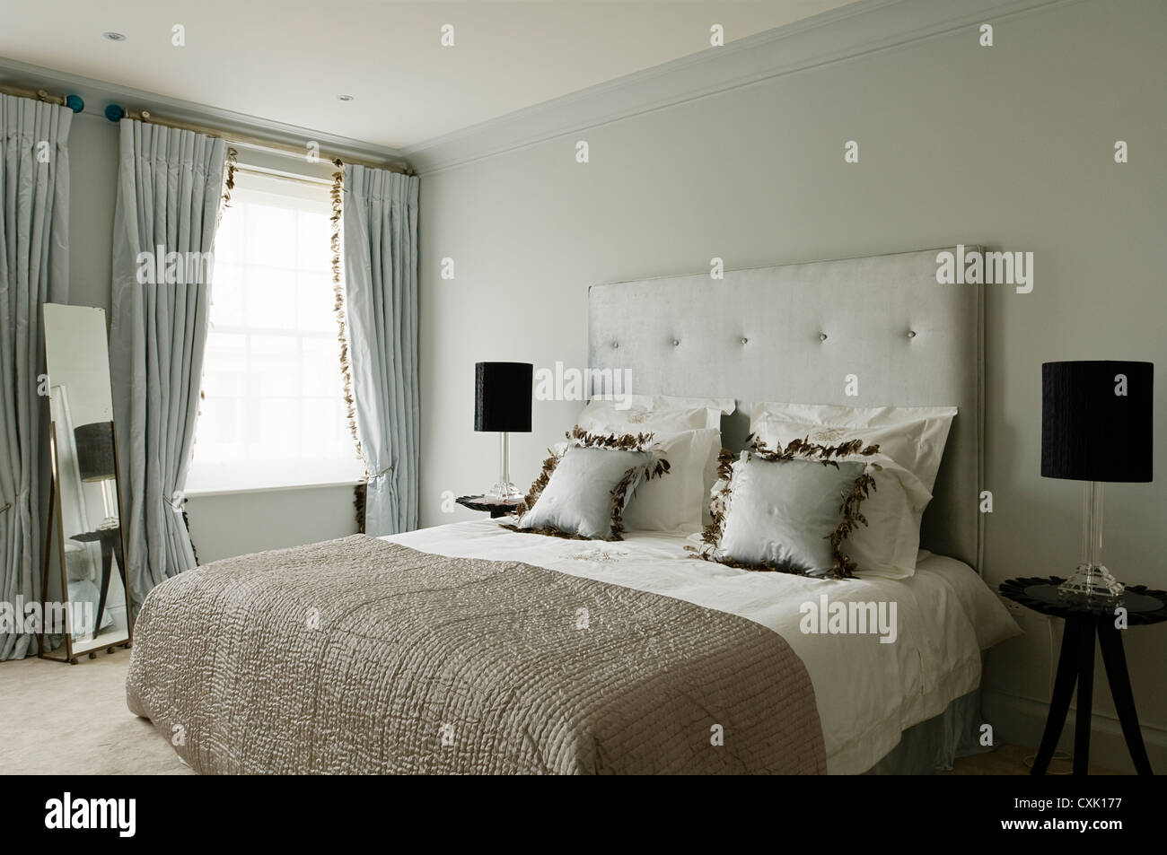 colour day interior bedroom double bed headboard window treatment ... : quilt double bed - Adamdwight.com