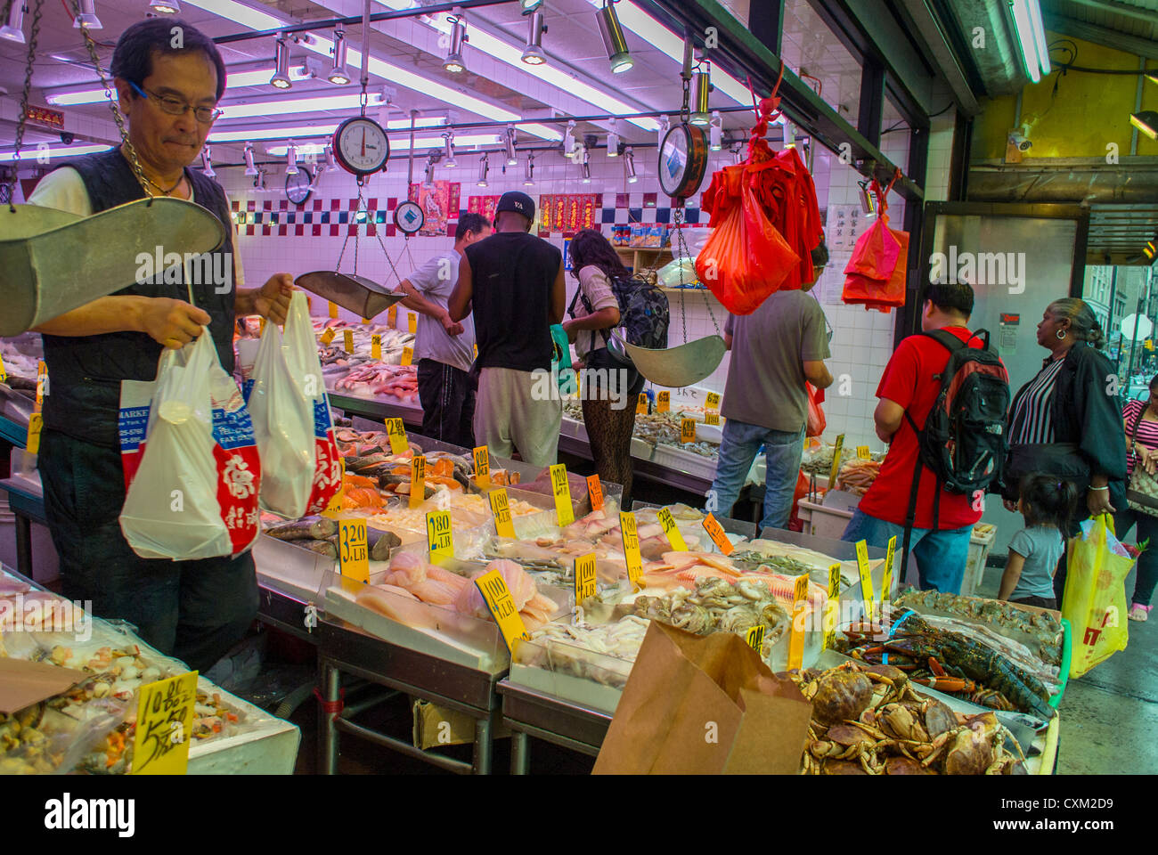 New york ny usa people shopping in chinese fish market for Fish market philadelphia