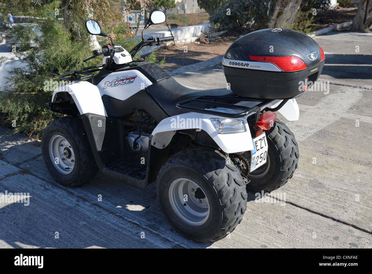 kymco mxu 300r quad bike in oia santorini cyclades. Black Bedroom Furniture Sets. Home Design Ideas