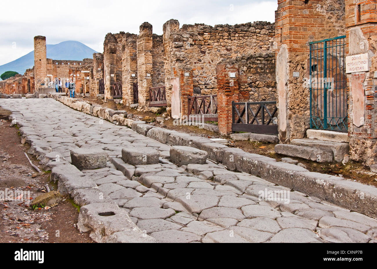 a history of the ancient roman city of pompeii Facts about ancient pompeii elaborate the details about the major resort city during the ancient rome since the city was located on the foot of mount vesuvius, people were buried under 20.