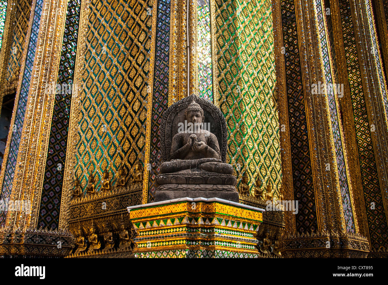 Buddha statue, Wat Phra Kaeo or Temple of the Emerald ...