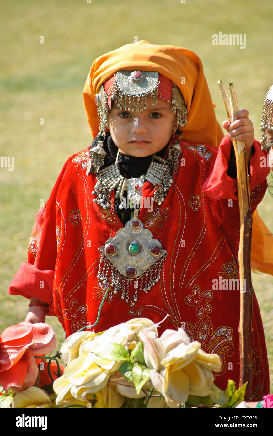 Awesome Kashmiri Phiran  The Traditional Dress Of Kashmiri Women  Zigzag