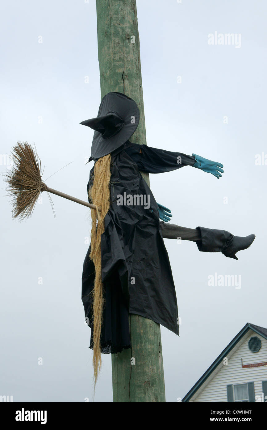 humorous-halloween-sculpture-of-an-unluc