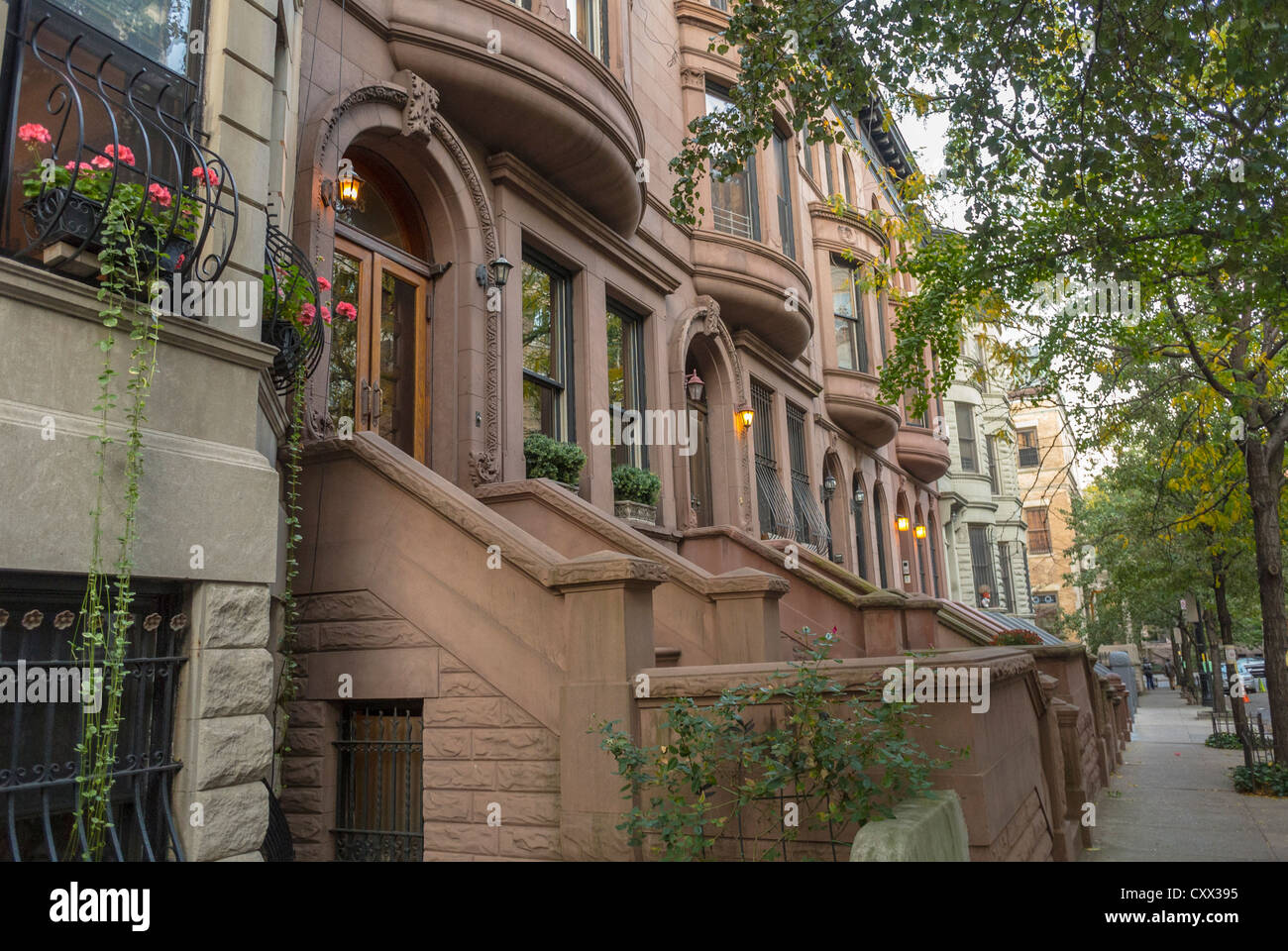 New york city ny usa street scenes historic townhouses for New way of building houses